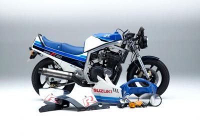 Suzuki GSX-R750F: ricostruita in diretta la mitica superbike del 1985
