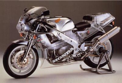 I segreti del motore della mitica Honda RC30